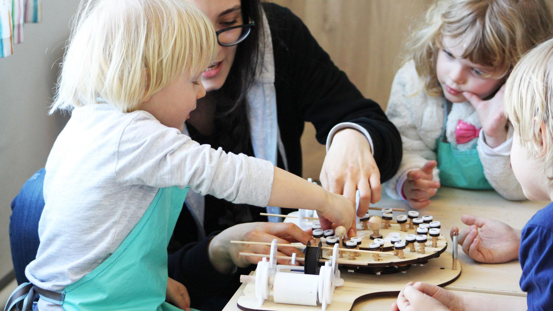 curs extrascolar de bricolaj pentru copii gradinita atelier activitati eematico