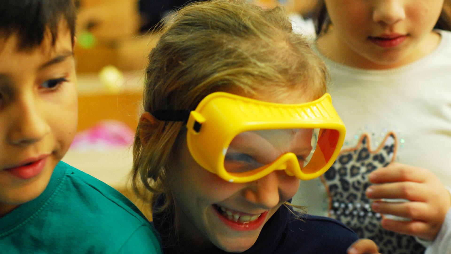 cursuri si activitati extrascolare pentru copii medii defavorizate ong asociatie eematico